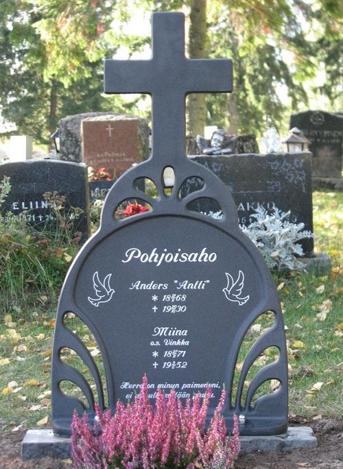 Hautaristi Sarastus hautakivien joukossa.